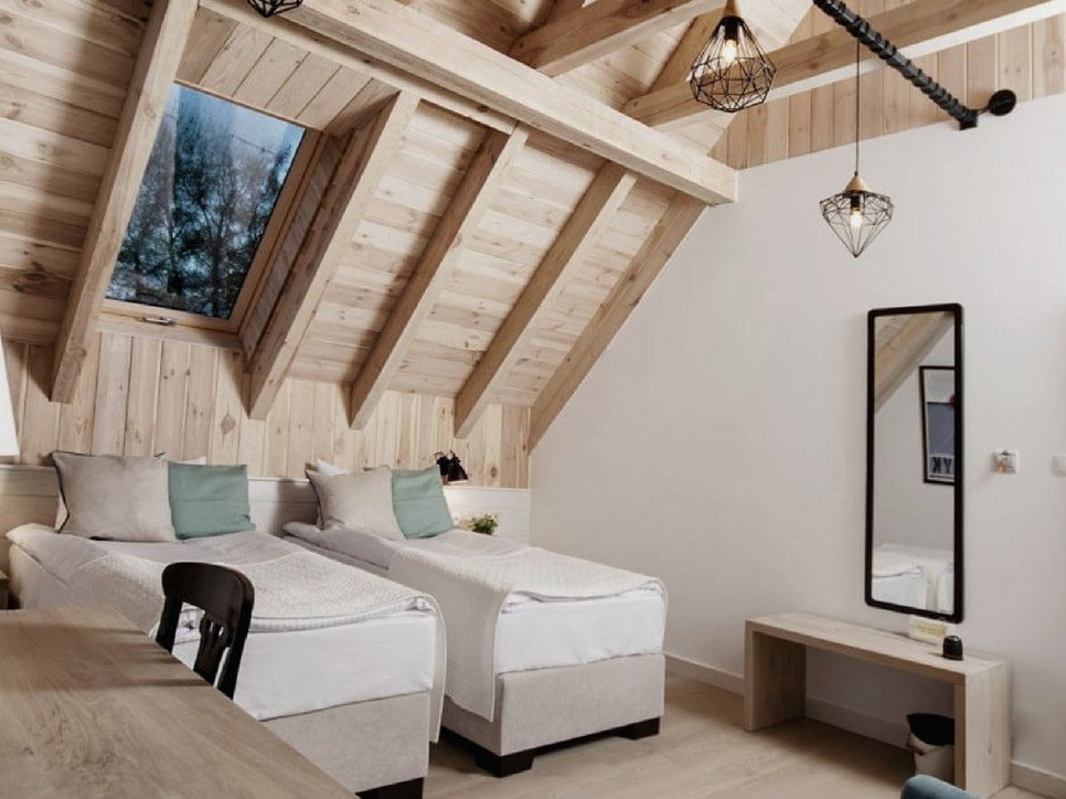 kamienny-domek-pokoje-lubinowe-wzgorze-noclegi-naleczow-kazimierz-dolny-eko-resort24